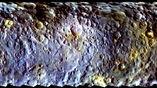 На поверхности астероида существуют загадочные светлые пятна.
