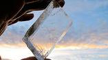 Кристалл кальцита, как на фото, возможно, и был тем самым солнечным камнем викингов, который позволял мореходам успешно путешествовать на столь дальние расстояния.
