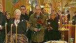 Его отпевали под пылающими от солнца куполами Спаса на песках - храма в лабиринтах старой Москвы среди православных образов и оплывающих свечей