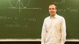 Тимм Вразе (на фото) вместе с коллегами объяснил, почему пересматривать господствующие космологические теории пока не придётся.