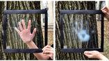 Плёнка остаётся прозрачной при температуре 31 градус Цельсия (слева), а при нагревании становится полупрозрачной (справа).