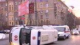 В результате микроавтобус опрокинулся