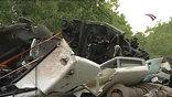 В Ленинградской области грузовик столкнулся с пассажирским автобусом. 10 человек погибли, 16 ранены