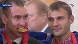 Тогда были и речи, и фуршет, и нарядная пекинская униформа, не хватало только главного олимпийского атрибута - медалей