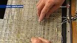 Кристаллы вольфрамата свинца выращивают в городе Апатиты. На вид они как стекло, но по весу в одной руке не удержишь