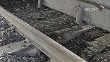 Взрыв произошёл под первой колёсной парой электровоза. Повреждены пути и локомотив