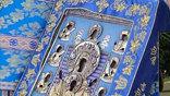 Икона Знамения Божьей матери зовется Коренной потому, как была обретена в корнях вяза, неподалеку от Курска. Это произошло в XIII веке. Позже на этом месте был построен знаменитый монастырь, третий по значимости духовный центр России.