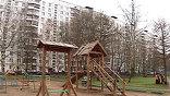Московский окружной военный суд исключил из коллегии присяжных двух заседателей, контактировавших с адвокатом офицера Николая Захаркина, обвиняемого в том, что он выбросил из окна двух восьмилетних девочек своей гражданской жены