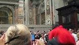Церемония едва не сорвалась: на Бенедикта XVI напала 25-летняя женщина