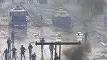 Манифестанты жгли покрышки и громили витрины магазинов.