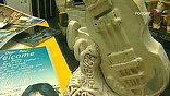 Знакомые до царапин виниловые пластинки, бас-гитара из глины (ее Николай Васин специально слепил в подарок Полу Маккартни)