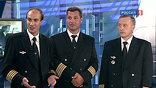 Согласно указу президента, двум членам экипажа присвоены звания Героев России. Остальные удостоены Орденов Мужества. 7 сентября в самолёте на высоте 10 тысяч метров вышло из строя электрооборудование. Но лётчики посадили машину так, что не пострадал никто.