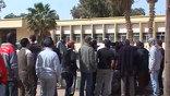 Силам коалиции мешает непогода, оппозиции - плохая подготовка, а Каддафи не мешает ничего