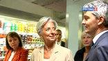 Улыбчивая министр финансов Кристин Лагард станет первой главой фонда-женщиной, если ее кандидатуру одобрят