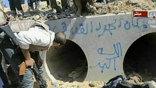 Нет единства и в официальных версиях, как погиб полковник. На кадрах видно, что Каддафи, захваченный повстанцами, еще жив. Вооруженные люди тащат его, и каждый старается ударить