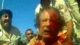 Тело Муамара Каддафи так и не отдали родственникам и сегодня тайно похоронили в песках Ливии. Переходное правительство испугалось, что могилу основателя Джамахирии сделают местом паломничества