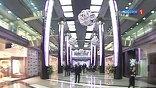 """Это почему-то называют воссозданием гостиницы """"Москва"""": три уровня магазинов, отдельный вход со стороны Театральной площади, интерьеры в стиле хай-тек. Колонны наполовину в мраморе, наполовину в пластике с какими-то стеклянными крылышками наверху."""