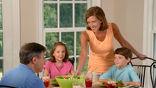 Если родители нескольких детей уделяют каждому одинаковое количество внимания и поддержки, то им будет проще согласиться с выбором дочери