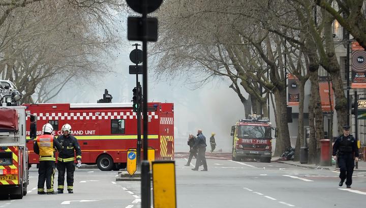 В Англии в горящей башне оказались заблокированы люди