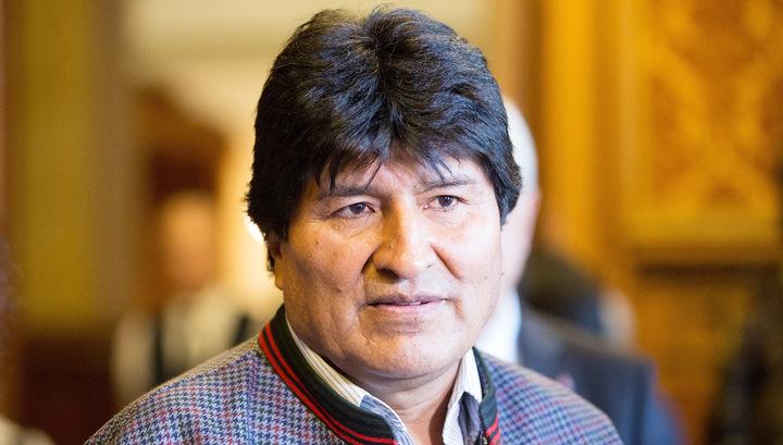 Президент Боливии подарил дом семье малыша, которому случайно удалили здоровую почку