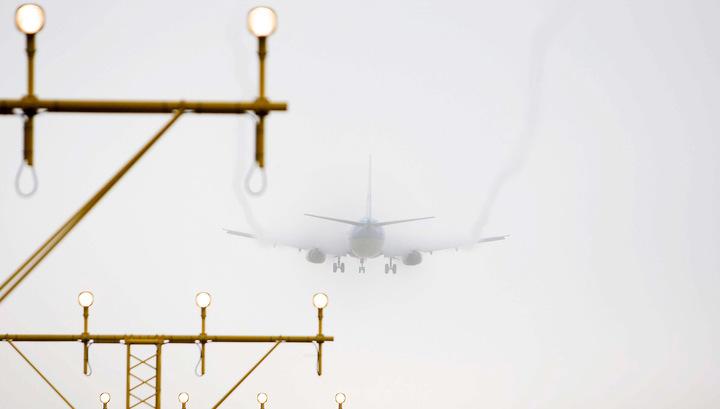 Из-за сильного ветра три самолета прибыли в Питер с большим опозданием