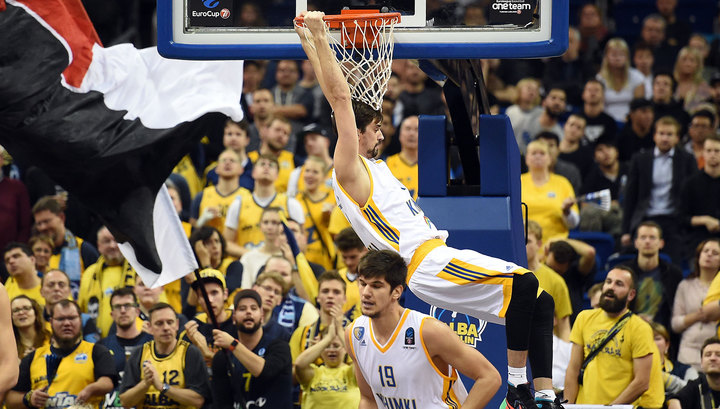 "Баскетбол. ""Химки"" разгромили ""Олимпиакос"" в Евролиге"