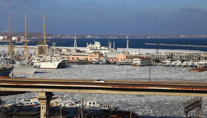 Корабли ВМФ Украины вмерзли влед водесской гавани