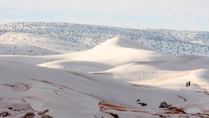 Пустыню Сахара засыпало снегом