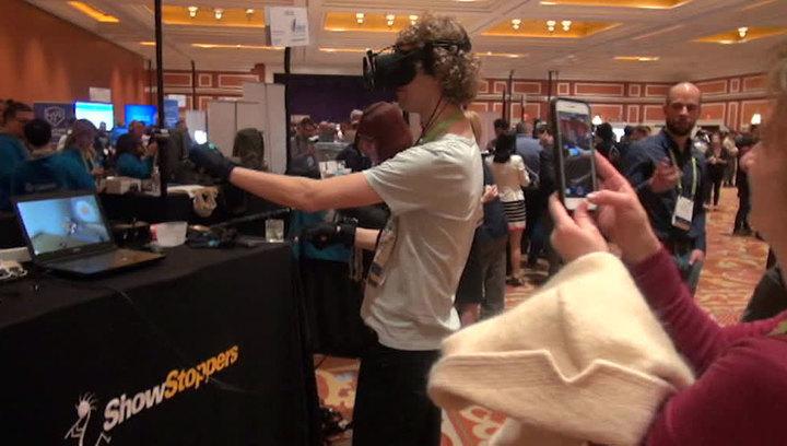 Вести.net: Facebook ударил по криптовалютам, а Sony превращает пальцы в VR-контроллер