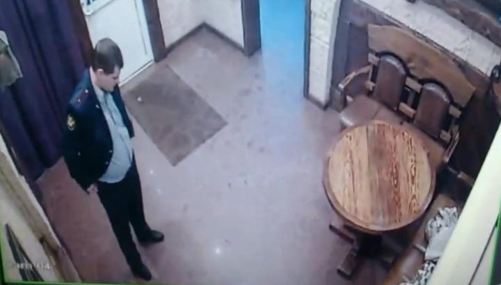 Пьяного майора тульского УФСИН избили после попытки залезть девушке под юбку