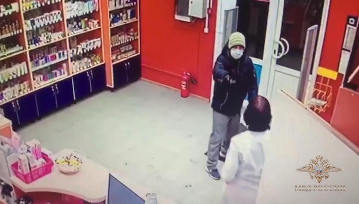 Провизор столичной аптеки до последнего преследовала вооруженного грабителя