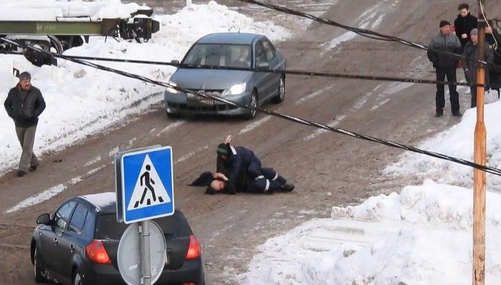 Дорожные рабочие превратили в ринг проезжую часть в Подмосковье