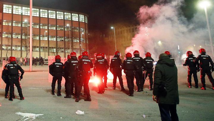 """Испанский полицейский умер после столкновения с фанатами """"Спартака"""" и """"Атлетика"""""""
