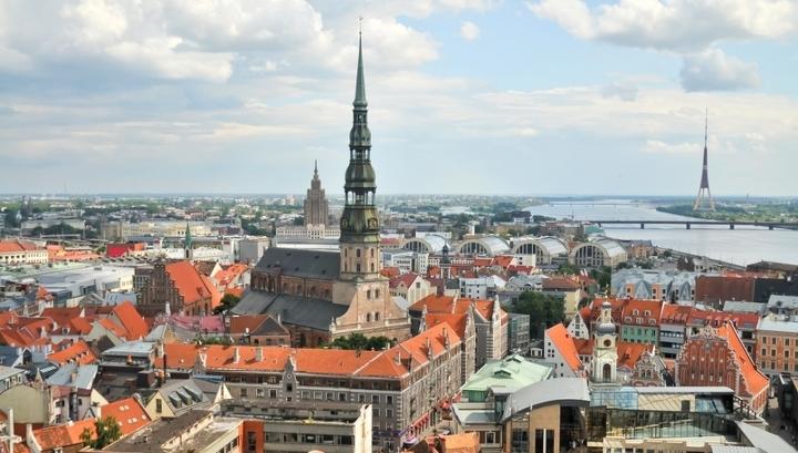 Дом, где живут два бывших латвийских президента, признали развалинами
