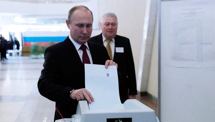 Путин проголосовал на избирательном участке в Москве