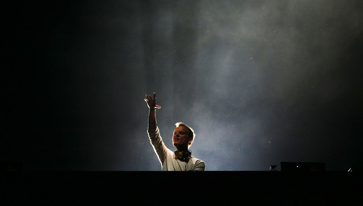 Поклонники почтили память диджея Avicii