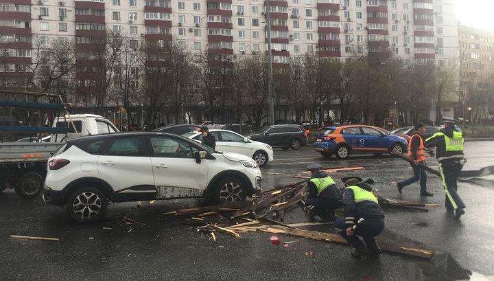 1200 поваленных в Москве деревьев вывезли на утилизацию