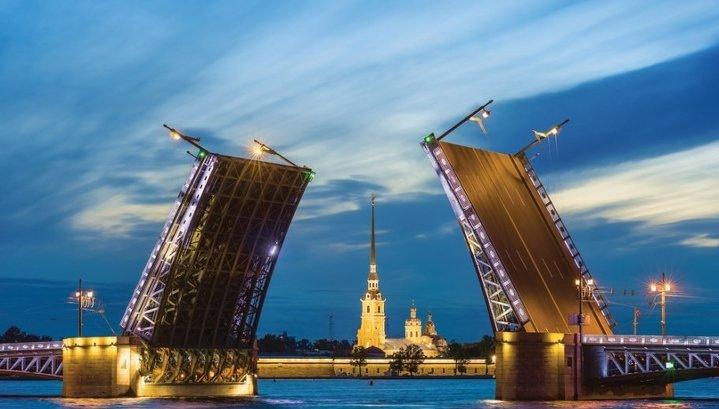 Самым популярным городом на 9 мая у туристов стал Петербург