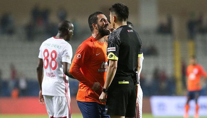 Футболист Туран получил 16 матчей дисквалификации за угрозы арбитру