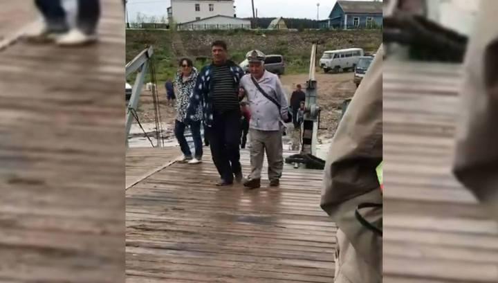 В Якутии пьяный капитан посадил на мель паром с пассажирами