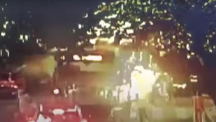 Взрыв наполненного пассажирами автобуса в Китае попал на видео