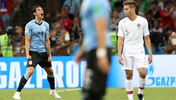 Уругвайцы обыгрывают португальцев после первого тайма благодаря голу Кавани