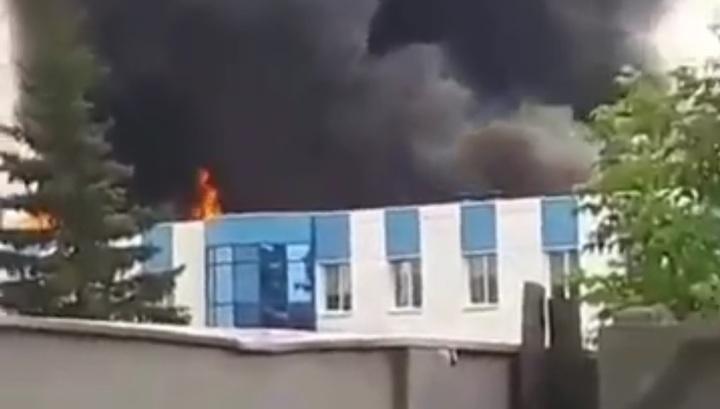 Появилось видео крупного пожара на авиазаводе в Иркутске