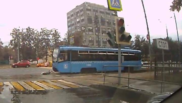 Трамвай сбил женщину на востоке Москвы