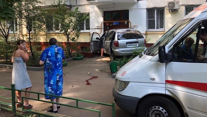 """""""10 бутылок водки"""": водитель сбил пешеходов и врезался в подъезд дома на востоке Москвы"""