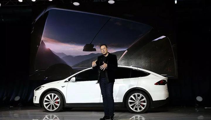 Tesla создает собственные ИИ-чипы для автомобилей