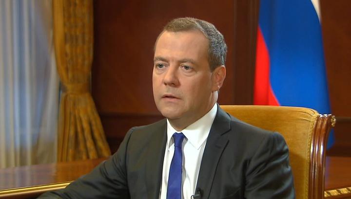 Медведев считает американские санкции объявлением торговой войны