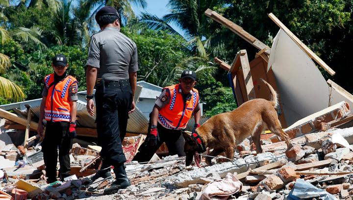 После новых толчков на островах Индонезии началась паника