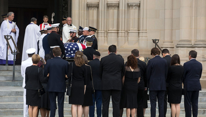 Буш-младший, Клинтон и Обама пришли проститься с Маккейном