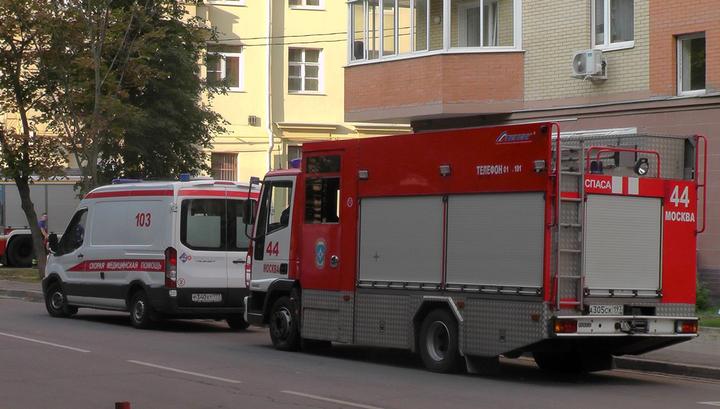 Пожар в доме на севере Москвы: один человек погиб, один пострадал